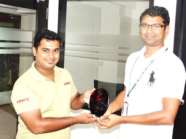 Sivakumar Sundararajan, Founder & Chief Consultant of Amla Digital, handed the memento to Shafeeque