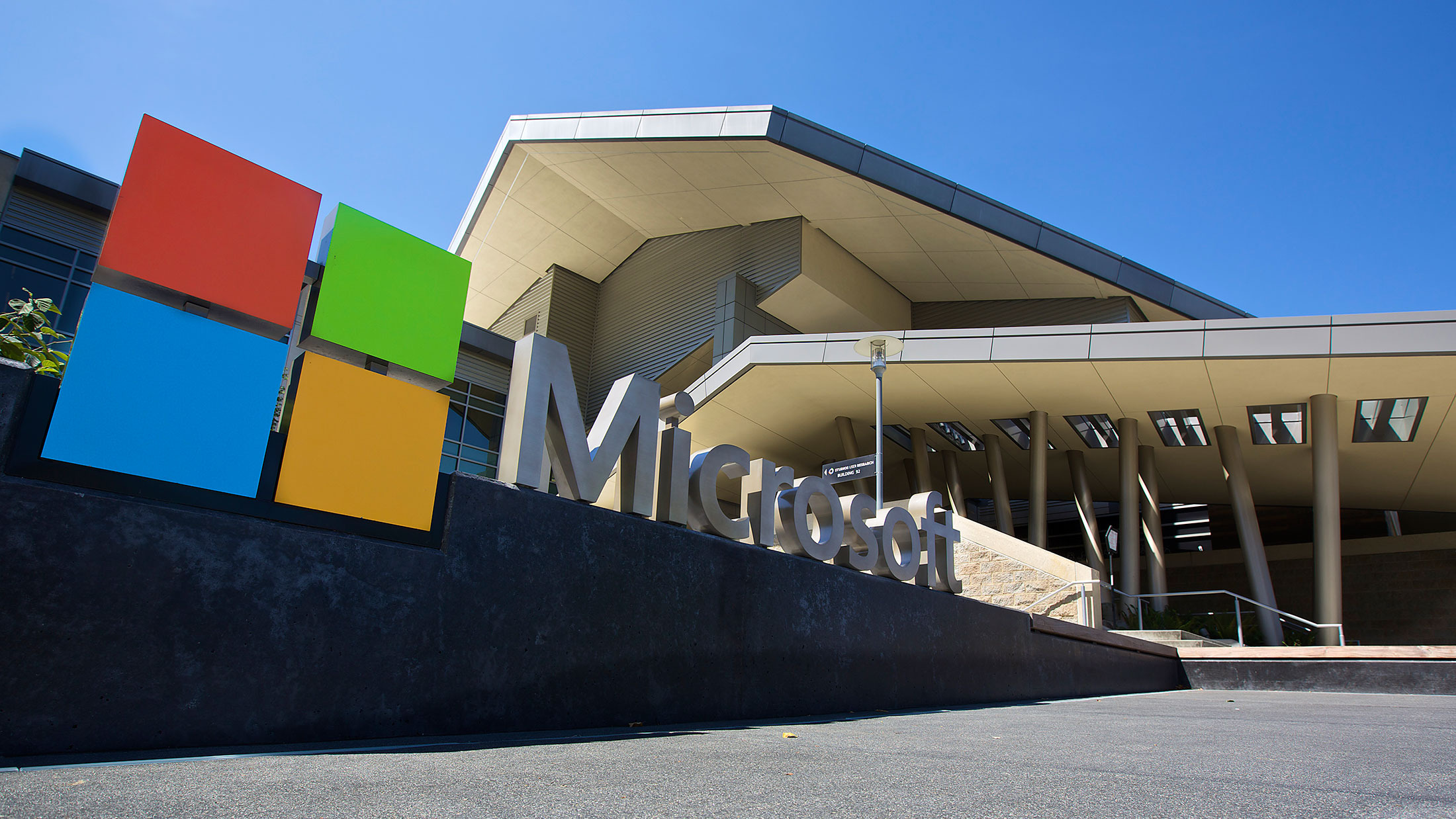 microsoft-signs-with-adobe-for-azure-cloud-computing-services