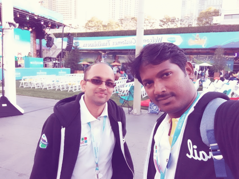 The-Dreamforce-duo-enjoying-a-light-moment-near-the-venue-768x576